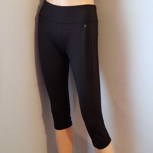 🎃🍭 5 for $25 🍭 ACTIVEWEAR CAPRIS SMALL 4-6